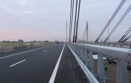 De brug Ewijk in de A50.
