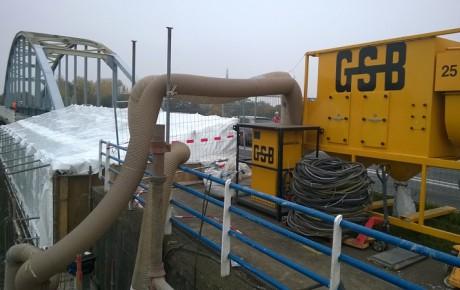 Conserveringswerkzaamheden aan de IJsselbrug bij Doesburg.