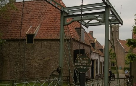 Pittoreske ophaalbrug in het Zuiderzeemuseum.