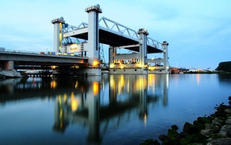 De Botlekbrug in het Rotterdamse Havengebied.