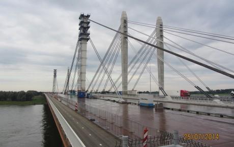 Renovatie van de brug bij Ewijk.